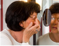 Lekande lätt att sätta i linserna med en linsspegel