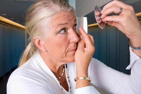 Det är enklare att sätta i linserna med Spegelzoom®. Spegel No2.