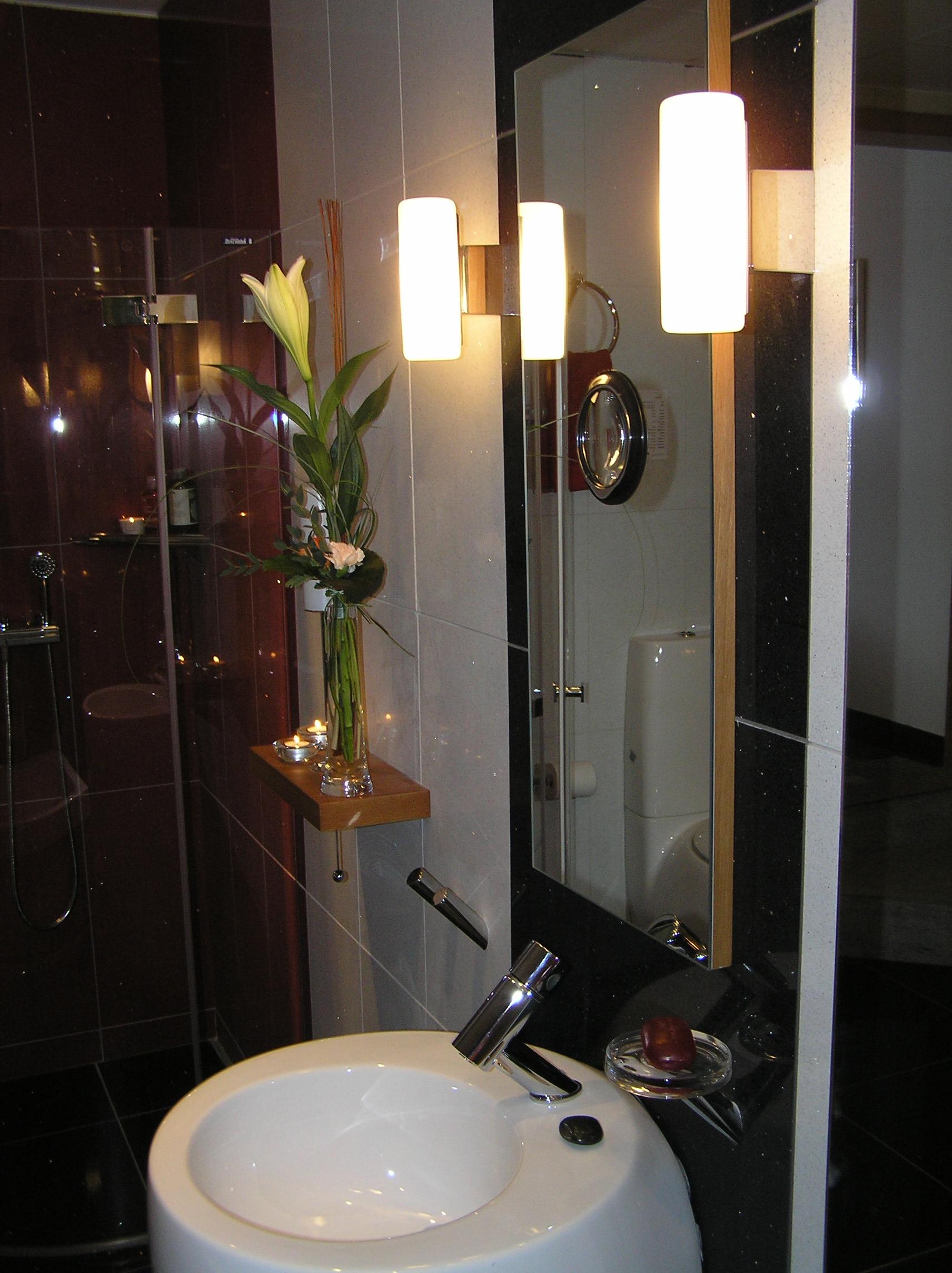 Belysning badrumsspegel ~ xellen.com